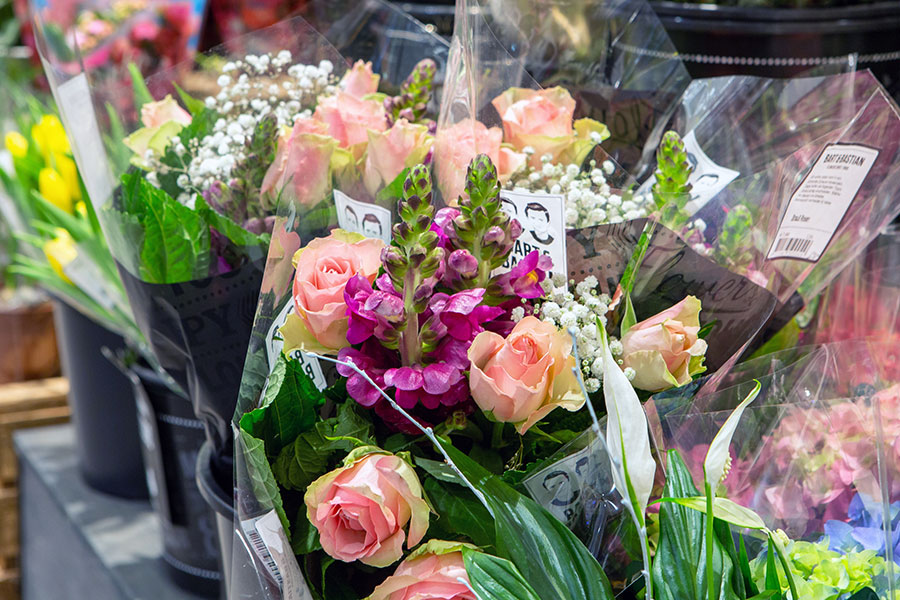Frische Blumen in der Floristik Abteilung